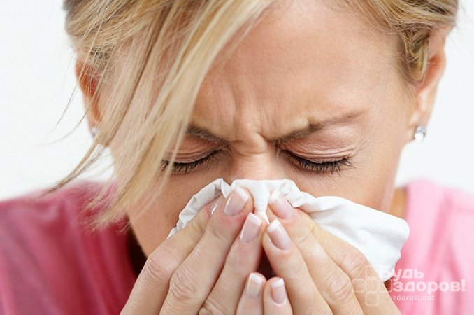 Обильные выделения из носа - основной симптом ринита