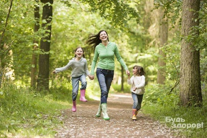 Для нормализации повышенного уровня прогестерона рекомендованы прогулки на свежем воздухе, при этом чрезмерных нагрузок нужно избегать