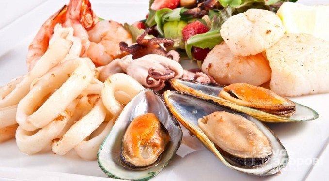 Женщинам при низком уровне тестостерона необходимо добавлять в рацион морепродукты