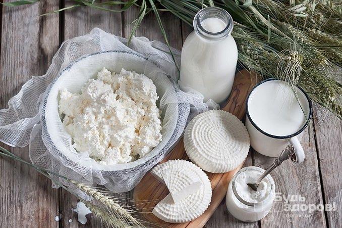 При незначительных нарушениях уровень прогестерона можно нормализовать, включив в рацион молочные продукты – молоко, творог, сыр